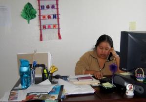 En el Centro Binacional para el Desarrollo de los Indígenas Oaxaqueños, voluntarios ofrecen su servicio como intérpretes.